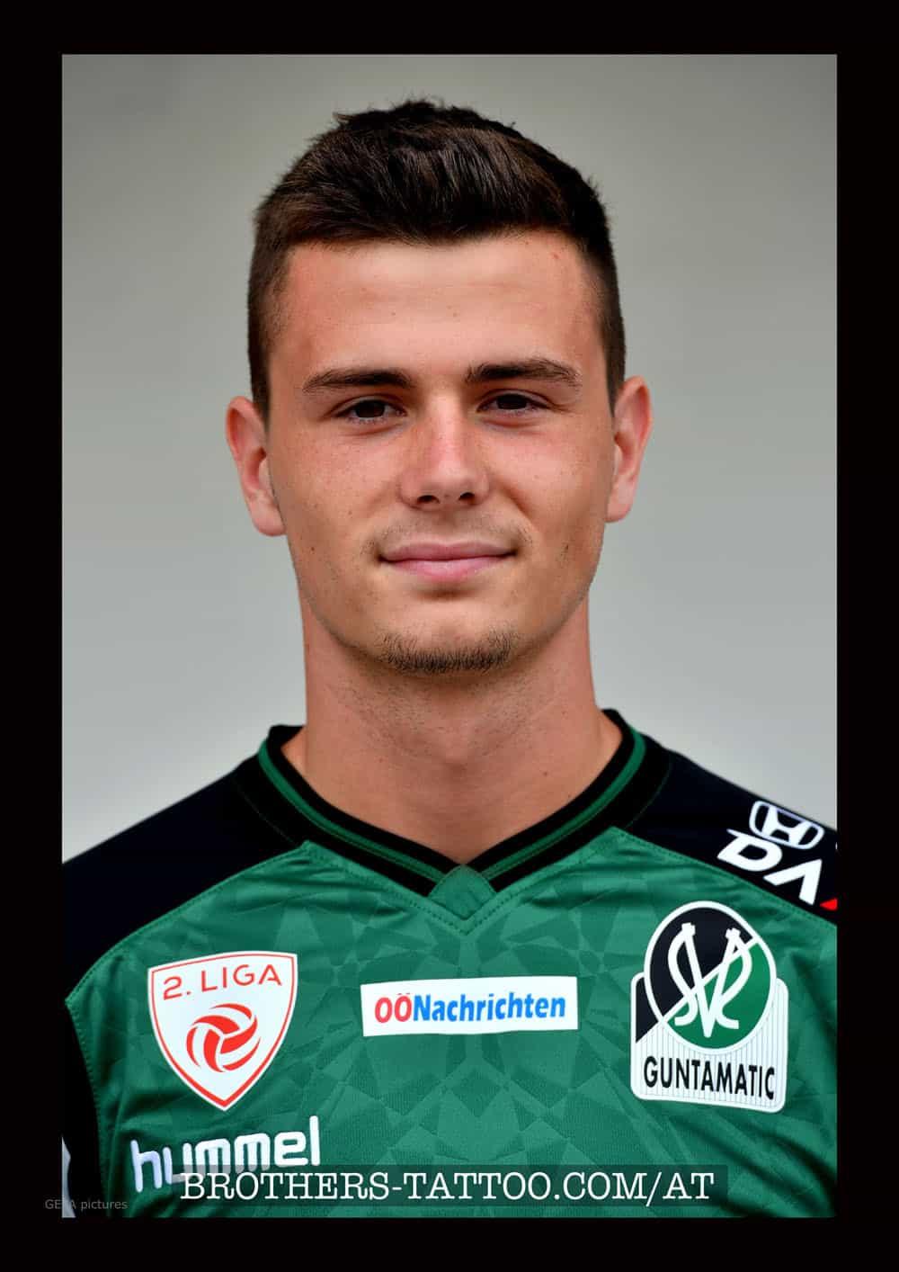 offizielles Sportlerfoto vom Fussballer Bojan Lugonja