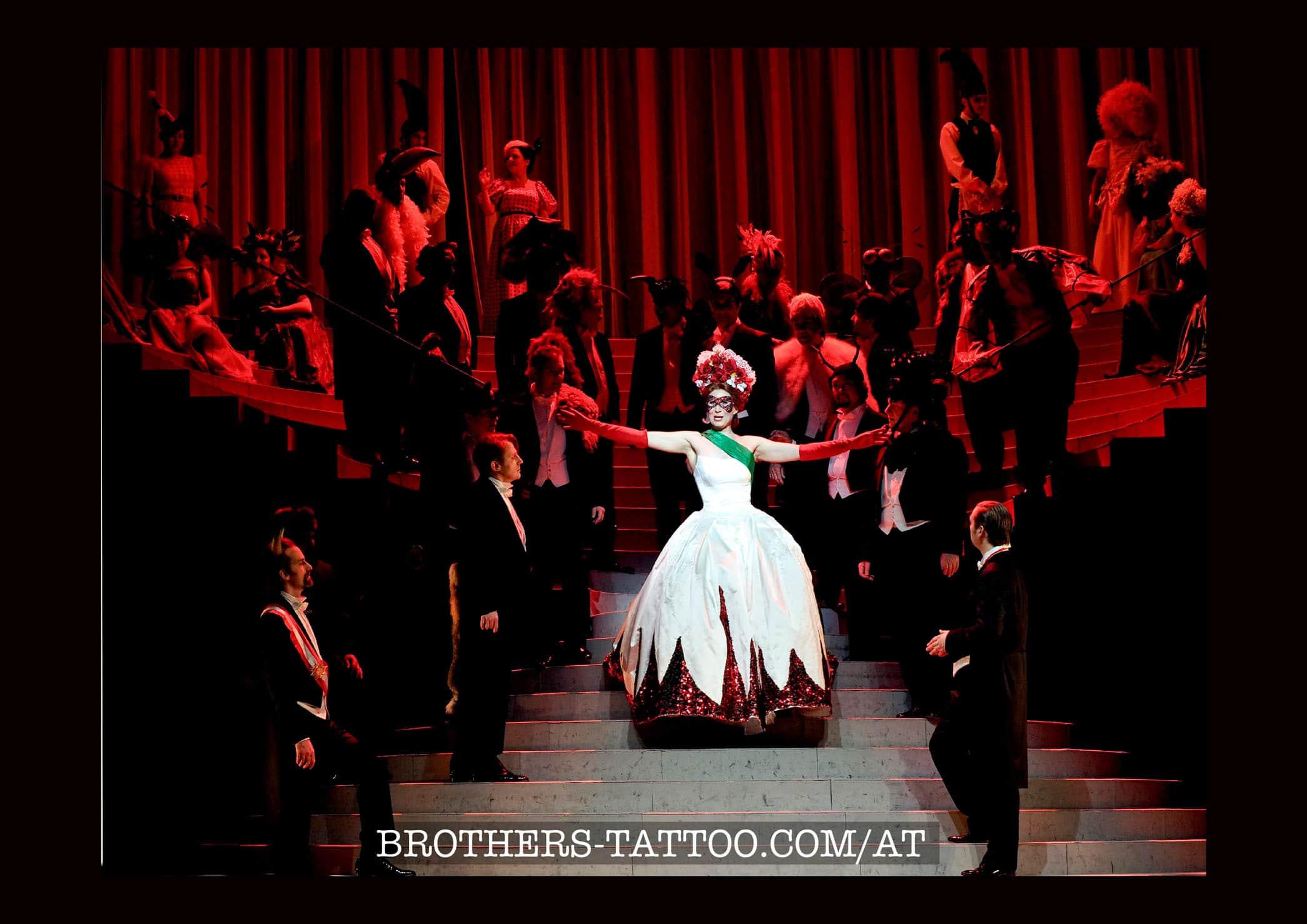 Szene aus einer Oper mit Sonja Gornik in der Hauptrolle (vermutlich Carmen?)