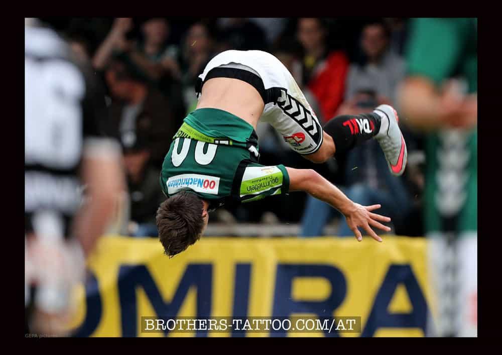 Stefano Surdanovic Salto im Fussballstadion