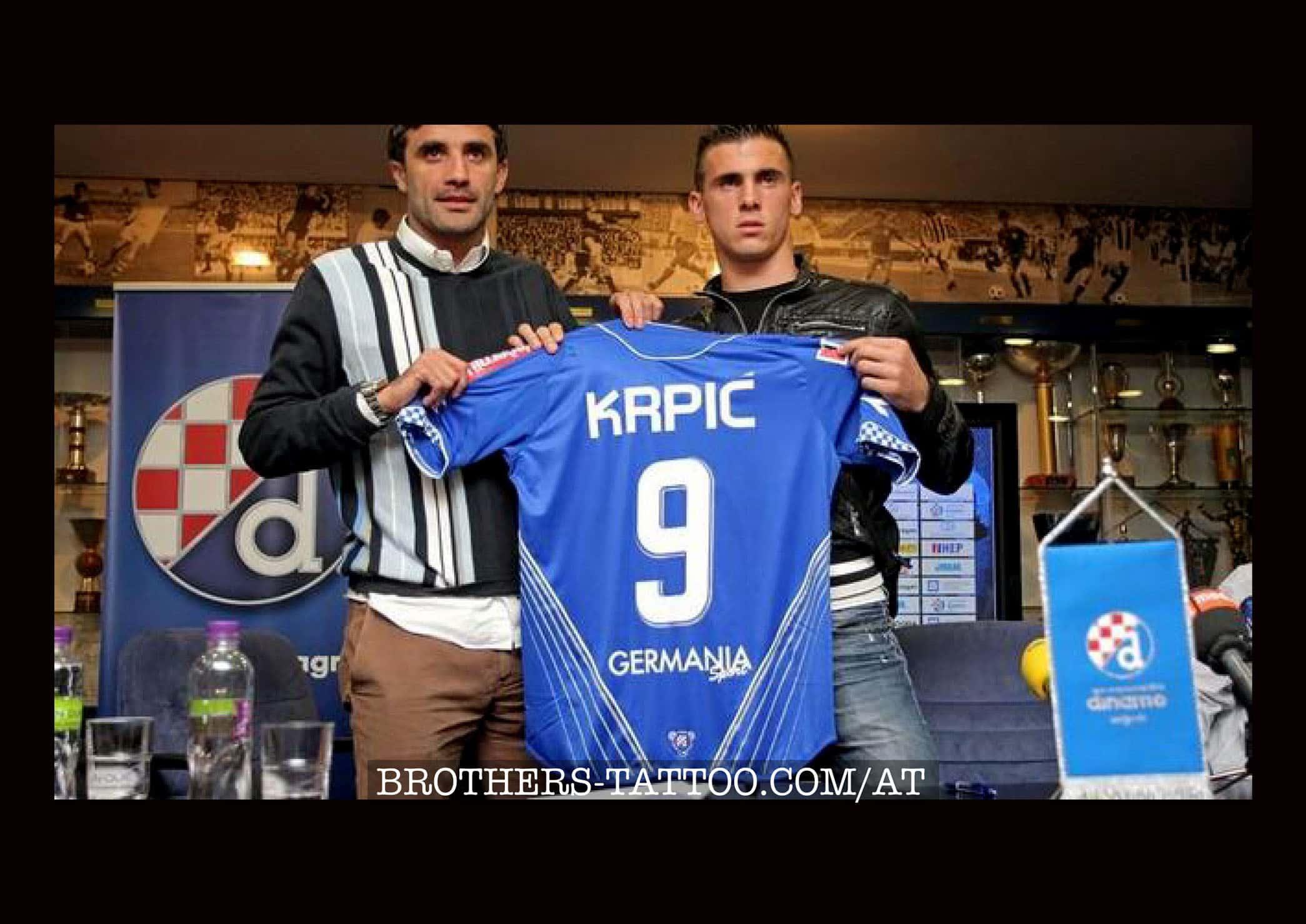 Sulejman Krpic mit Fussballtrikot